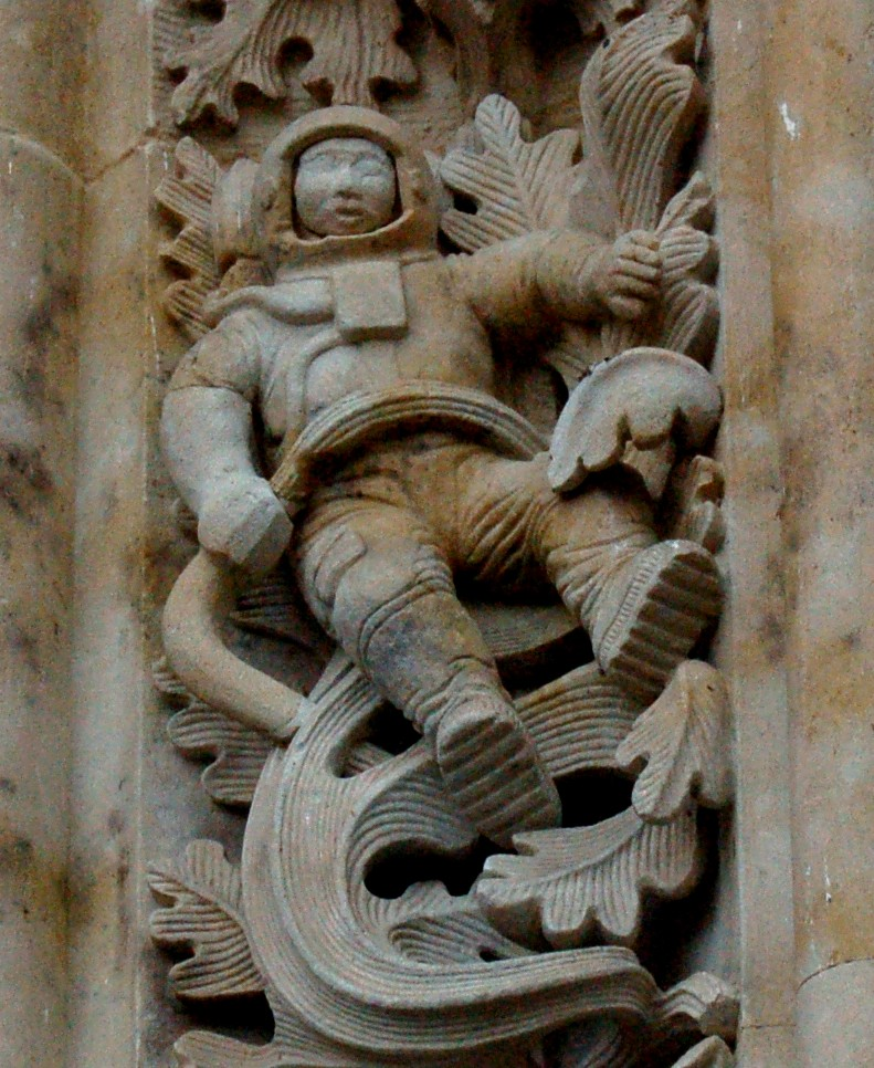 alien astronaut carvings - photo #6