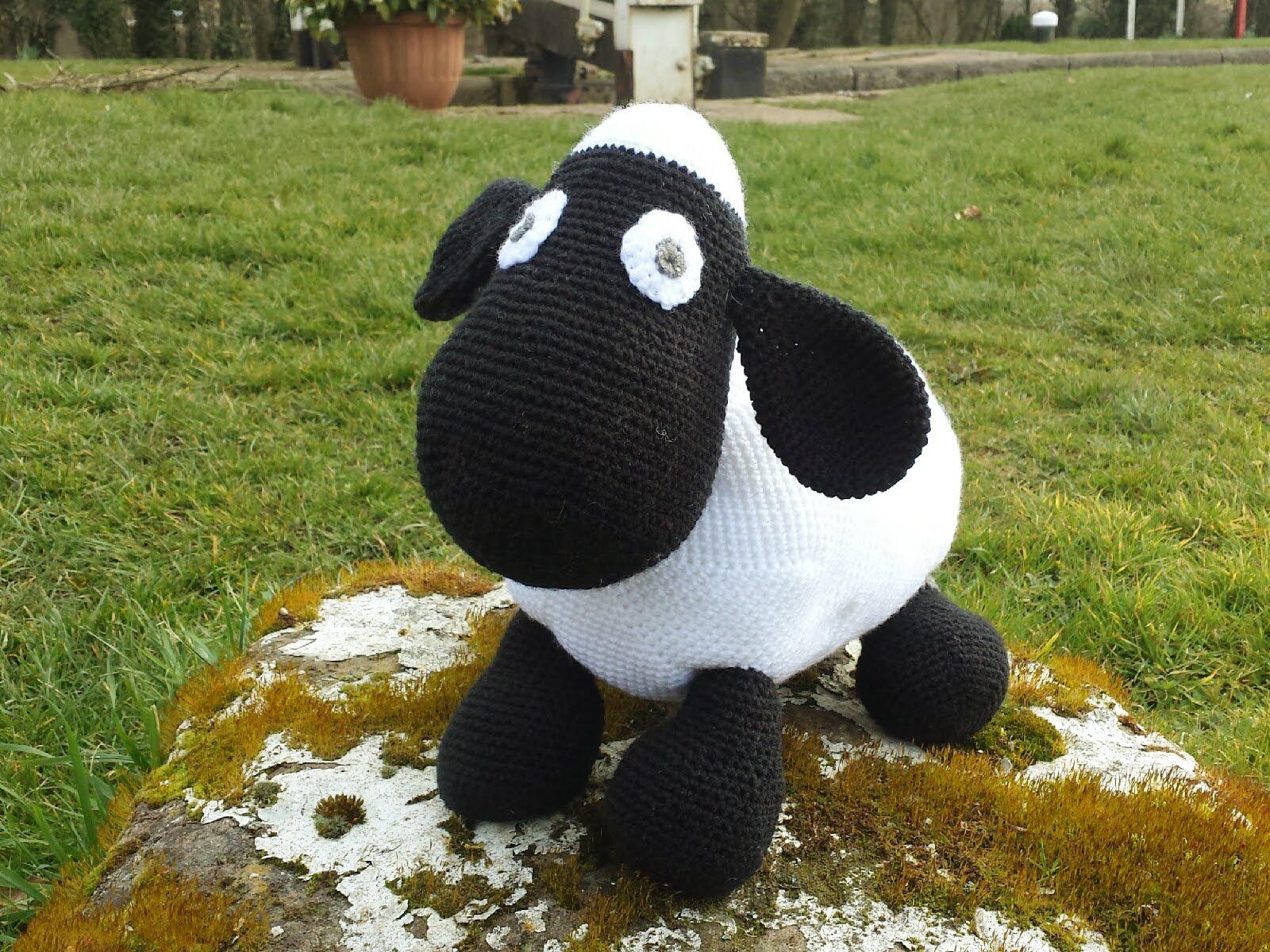 Amigurumi Crochet Meaning : Amigurumi black cat u free crochet pattern u tillysome patterns