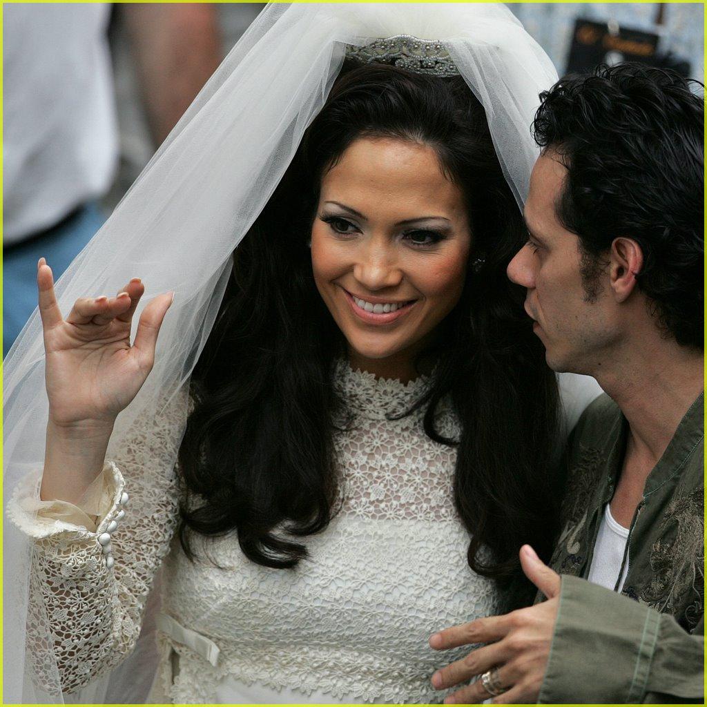 Jennifer lopez dressed wedding gown and veil health for Jlo wedding dress