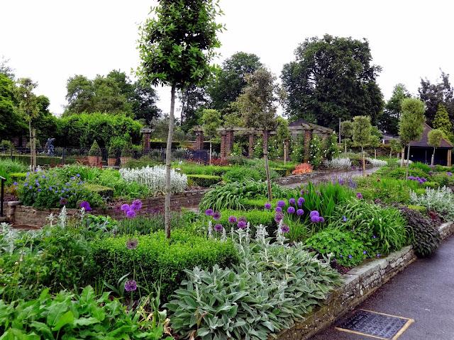 Golders Hill Park_scene