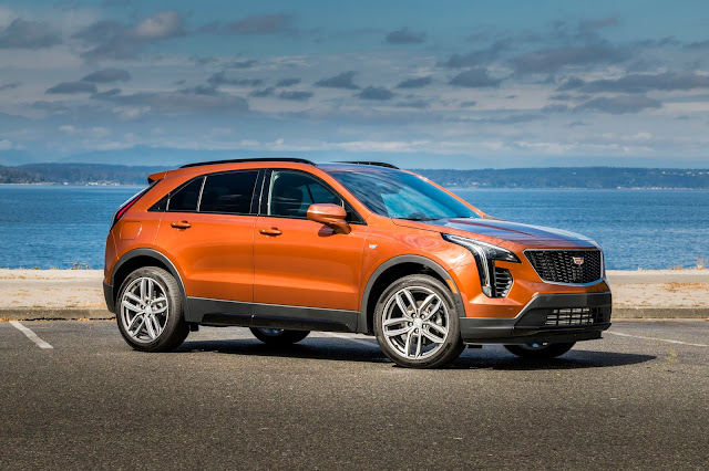 Front 3/4 view of 2019 Cadillac XT4 Sport