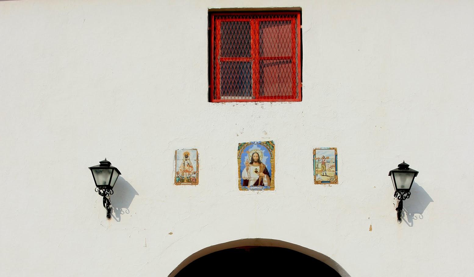 Entorno a Jerez Azulejos devocionales Un recorrido por los retablos cermicos de la campia