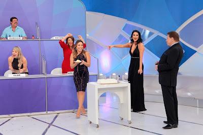 Patricia e Helen recebe bolo do Programa Silvio Santos - Crédito: Lourival Ribeiro/SBT