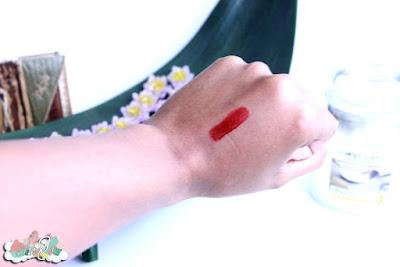Swatch rouge à lèvres Ellis Faas