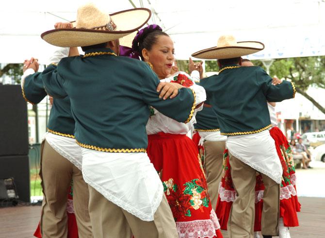 ae53404f9b837 Dança predomindante do mexico é - Mariachi