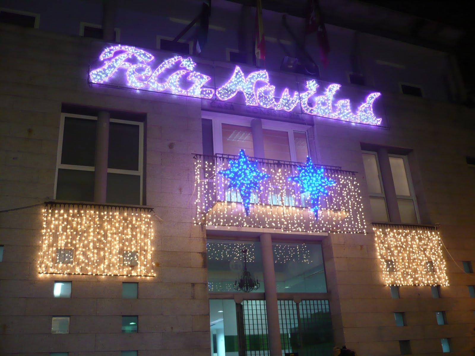 in ¿De qué color son las luces de Navidad de tu pueblo?
