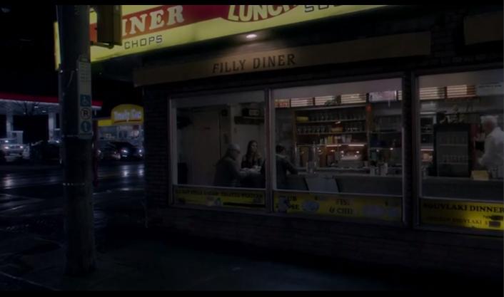 Escena en un dinner de American Gothic que recuerda al cuadro de Hopper Nighthawks