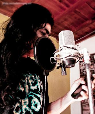 Ivan jaramillo recording vocals, grabando las voces para su album sanctuary beyond the infinite