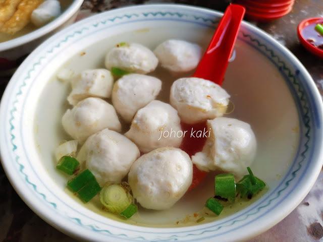 Famous No Name Fish Ball Noodles @ Mengkibol River Hawker Centre in Kluang Johor