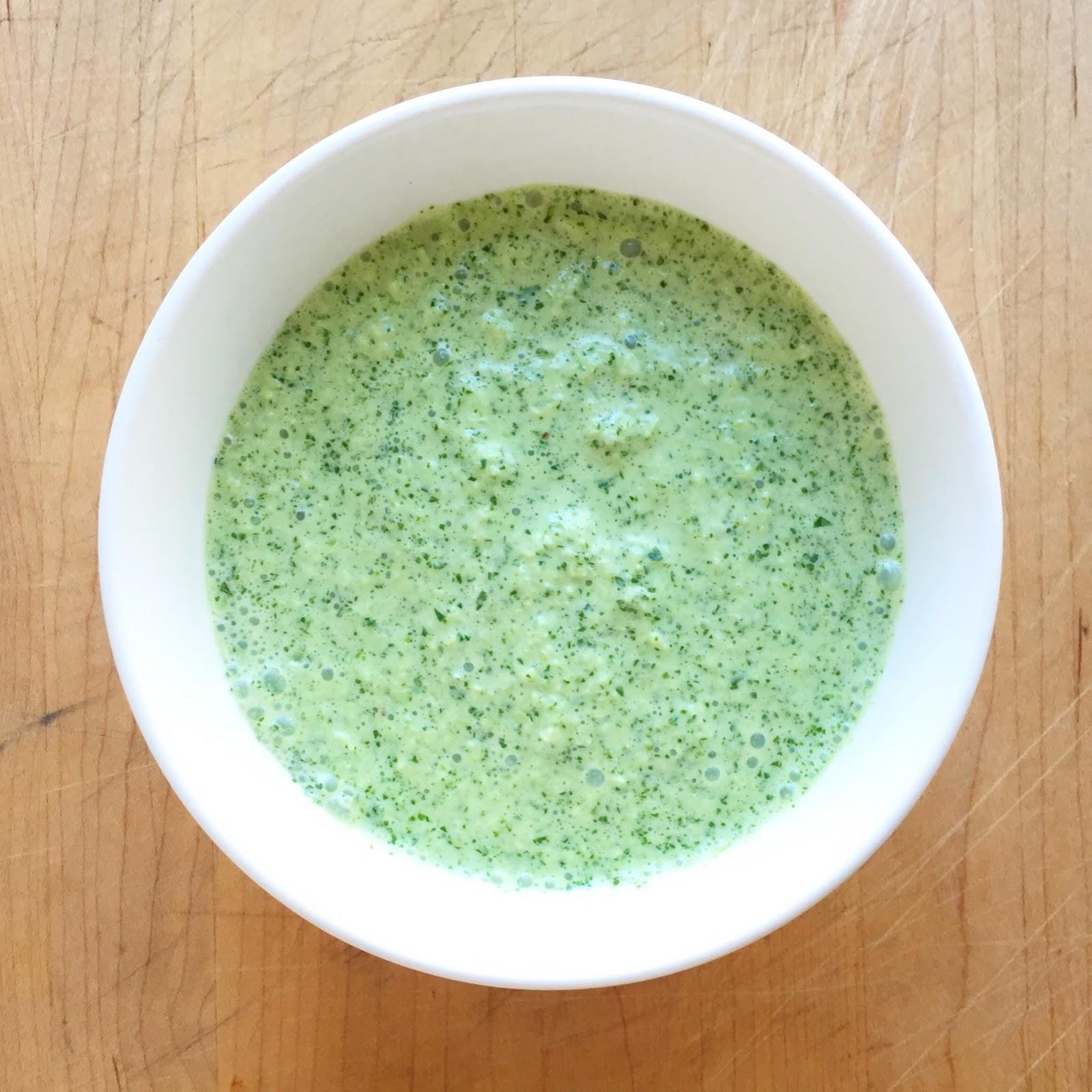 Воды, соль по вкусу смешайте все ингредиенты в миксере.