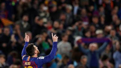 Messi comemora vitória sobre o Levante (Foto: Reuters)