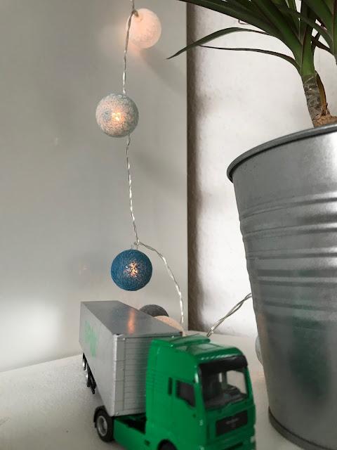 Ein Zimmer für ein Schulkind - Lichterkette und noch mehr Pflanzen