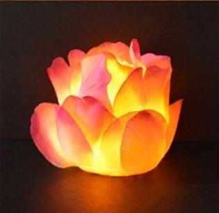 Wadah lilin terbuat dari sendok plastik