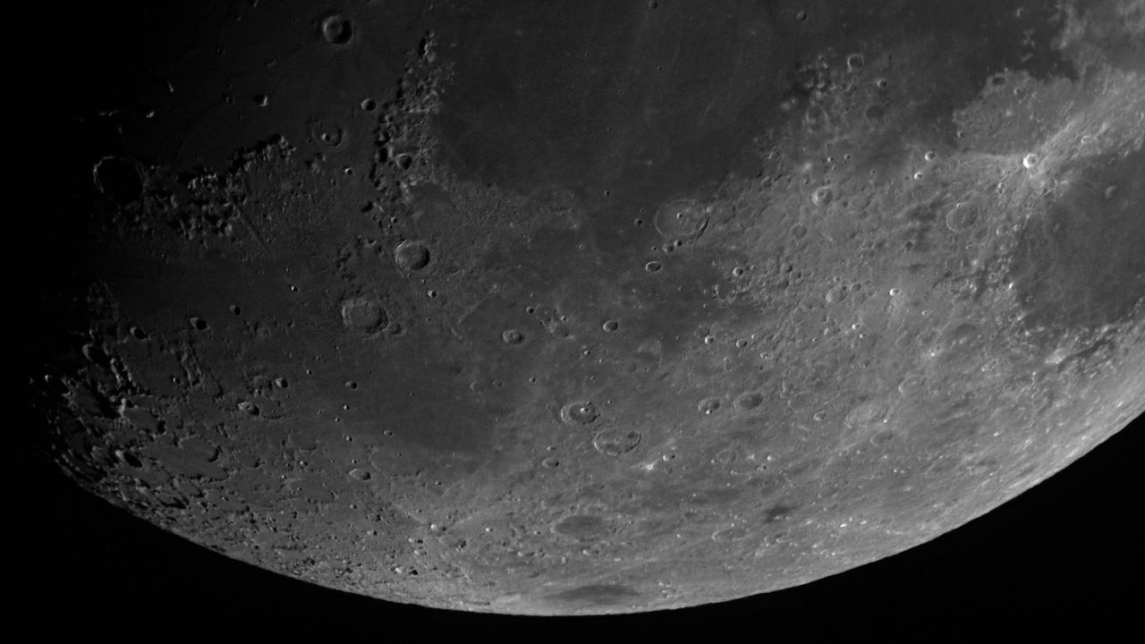 Descubren nuevos depósitos de hielo en la Luna