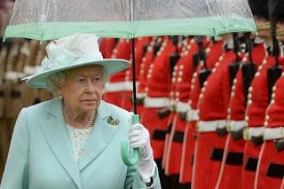 Αυτές είναι οι λέξεις που απαγορεύεται να πει η βασίλισσα Ελισάβετ – Ο λόγος απίστευτος...