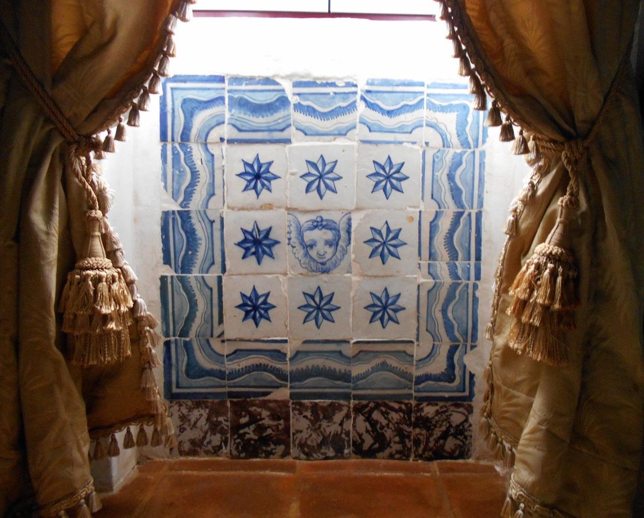 Velharias azulejos pombalinos em casa do manel - Colocar azulejos sobre azulejos ...
