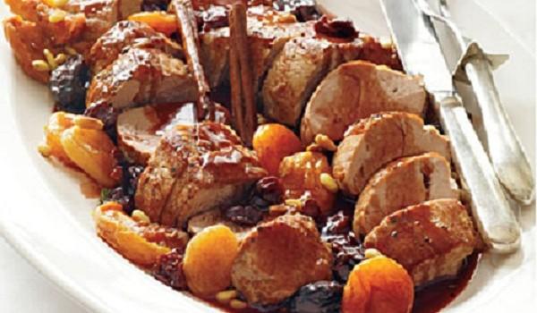 Χοιρινό στο φούρνο με Δαμάσκηνα & Βερίκοκα