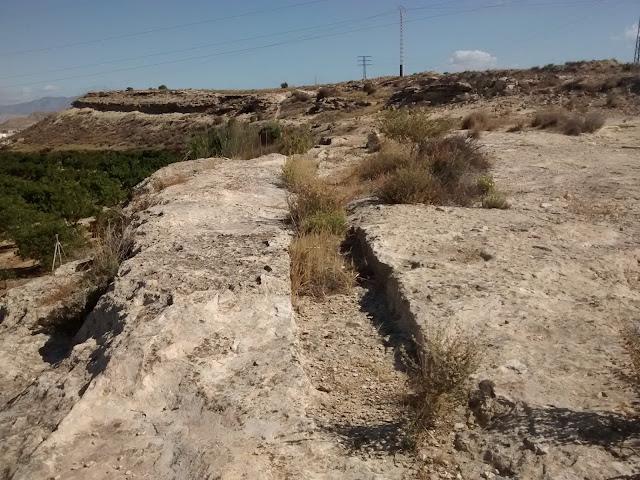 Punto de extracción de piedra junto al camino