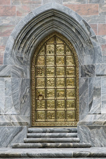 La puerta de cobre
