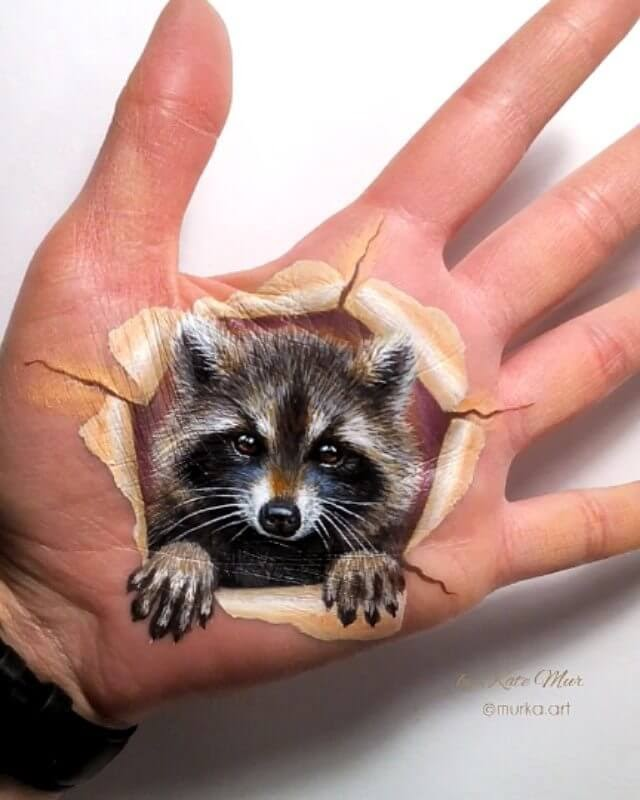 11-Raccoon-Body-Paint-Kate-Mur-Animal-Art-with-Pencil-Ballpoint-Pen-and-Paint-www-designstack-co