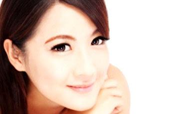 Bahan-bahan alami memutihkan kulit dan membuat kulit menjadi halus