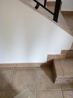 Mueble a medida en diferentes alturas para bajo escalera. Carpintero Zaragoza