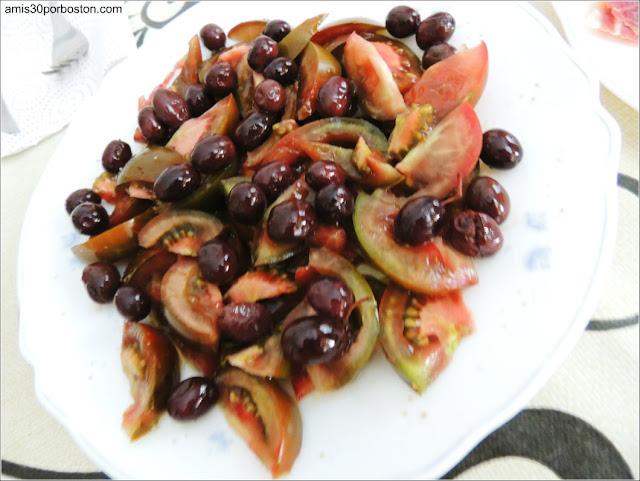 Tomates con Aceitunas Caseras