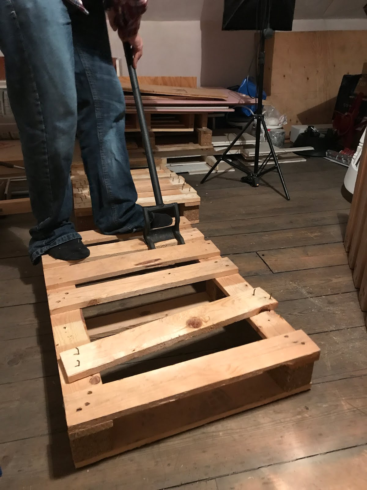 how to dismantle pallets