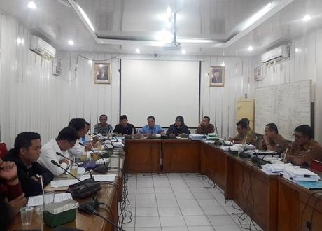 """Rapat Komisi II DPRD Padang, Pertamina Diminta Tertibkan SPBU """"Nakal"""""""