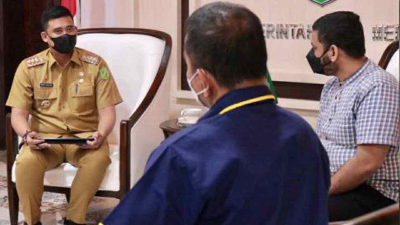Yayasan Sultan Mamoen Al Rasyid, menyampaikan dukungan atas keputusan Wali Kota Medan Bobby Nasution yang mewajibkan seluruh Aparatur Sipil Negara (ASN) dan Pegawai Pemerintah dengan Perjanjian Kerja (P3K) di lingkungan Pemko Medan menggunakan pakaian dan atribut khas daerah setiap Jumat