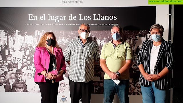 """El Ayuntamiento presenta el libro del historiador Jesús Pérez Morera """"En el lugar de Los Llanos"""""""