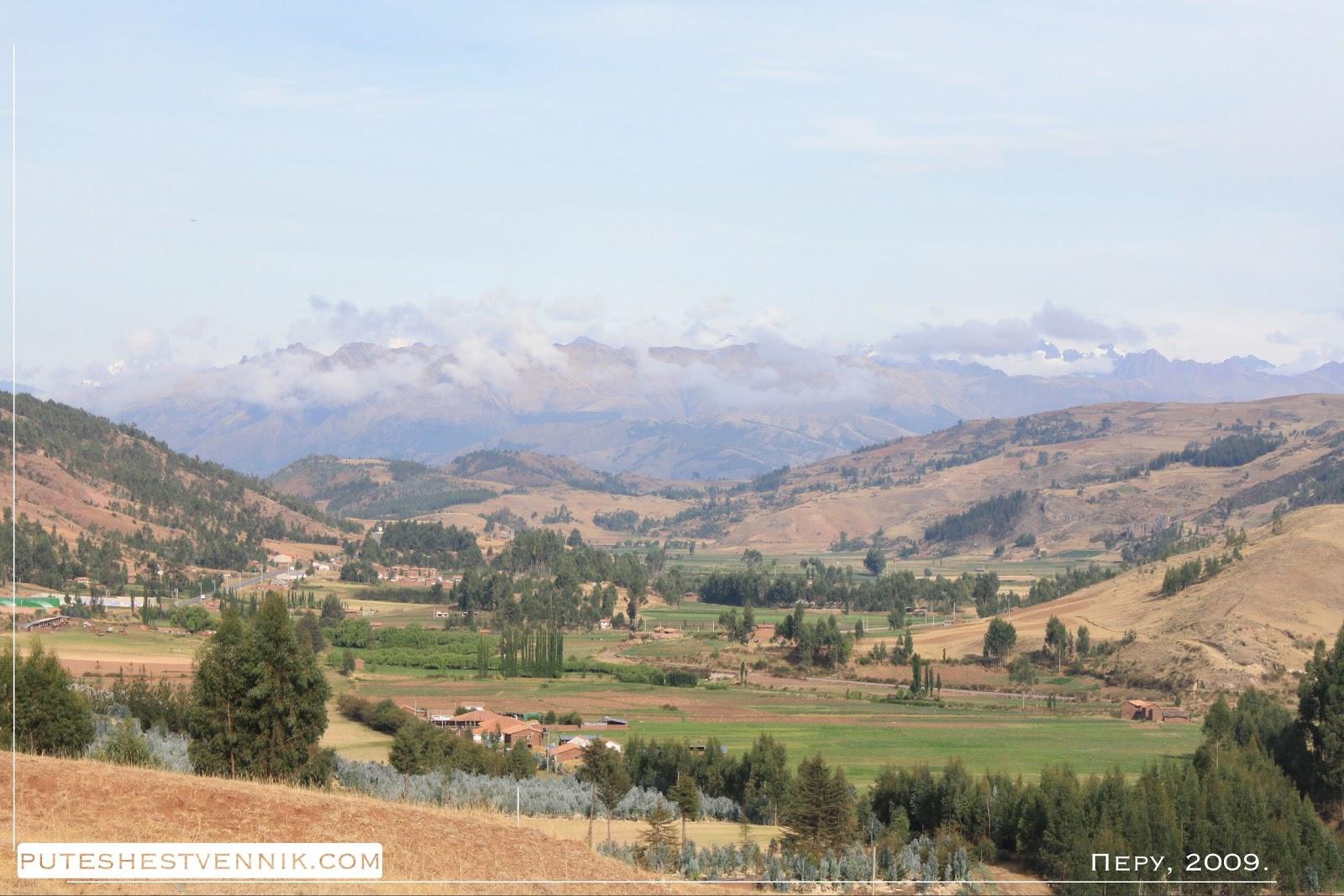 Сельский пейзаж и горы в Перу
