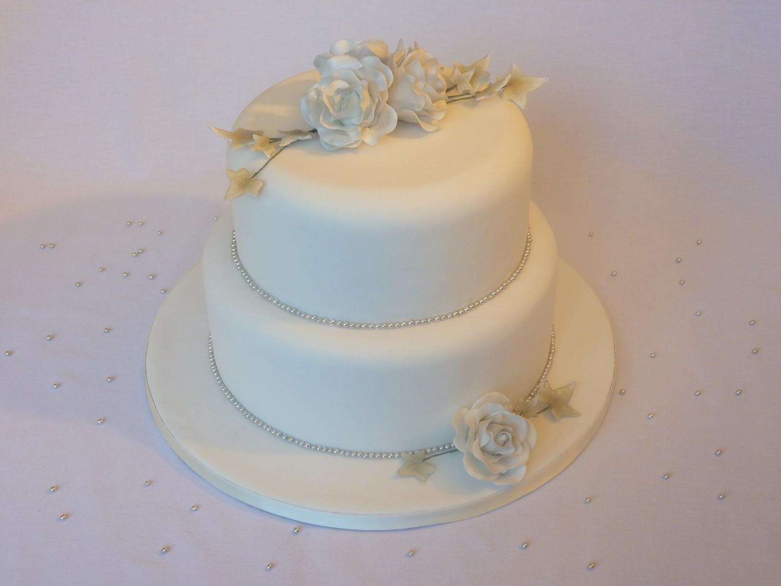 26cda3f33c9e Här kommer i alla fall bilderna på bröllopstårtan jag gjorde, mest för att  utöka min