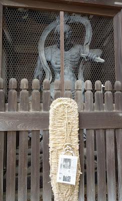 仁王像(吽形)と大草鞋