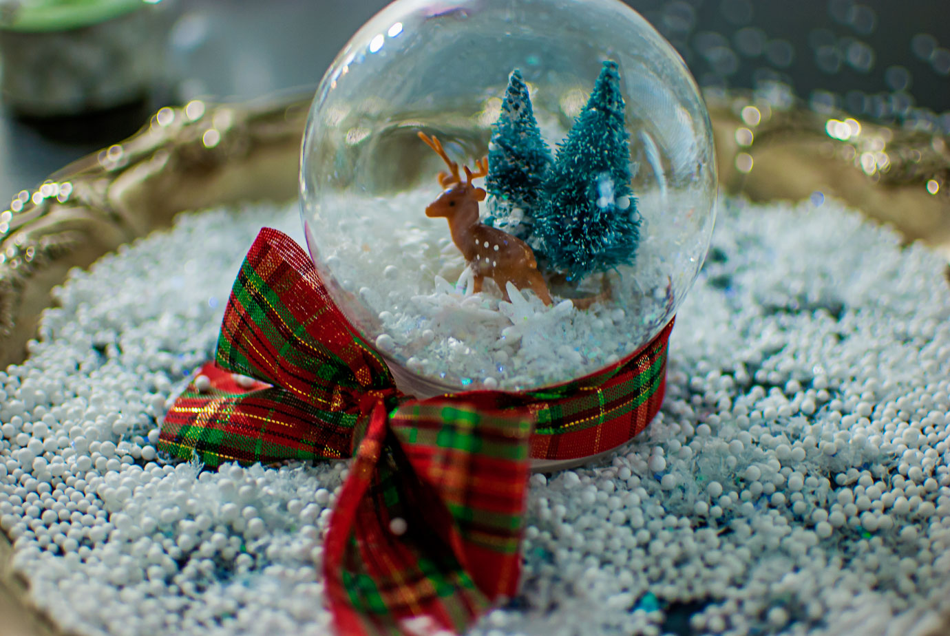 DIY Snow Globe Inspired by White Christmas #ChristmasMovieHop #DIYSnowGlobe