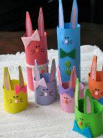 http://homemanualidades.net/conejos-de-pascuas-con-tubos-de-carton/