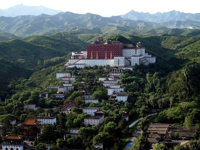 Ocho Monasterios Exteriores - Chengde, por El Guisante Verde Project