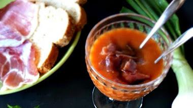 Gazpacho de pimientos del piquillo y jamón ibérico