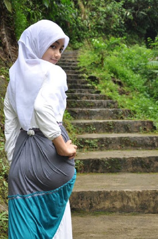 Wanita berjilbab mesum hot terbaru Pic 20 of 35