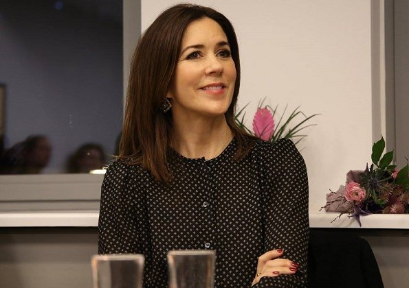 Crown Princess Mary Neighbourhood Mothers organisation (Bydelsmødre). Heart Made Julie Fagerholt blouse