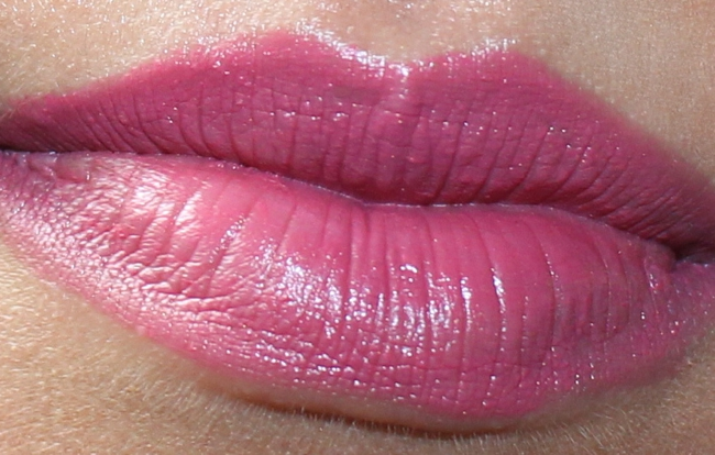 Charlotte Tilbury Matte Revolution Hot Lips Secret Salma swatches.