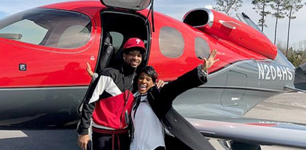 rapper 21 savage leaves ice prison with his mom after being released from custody rapper 21 savage leaves ice prison with