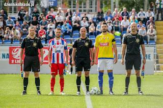 b763a5df678975 Olimpia Elbląg - Odra Opole - w roli kapitanów oba zespoły wyprowadzili  wałbrzyszanie D.Kubowicz (z prawej) i T.Wepa (z lewej)