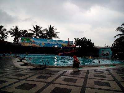 kolam renang grage hotel & spa kuningan