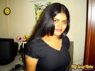 neha nair in black t-shirt