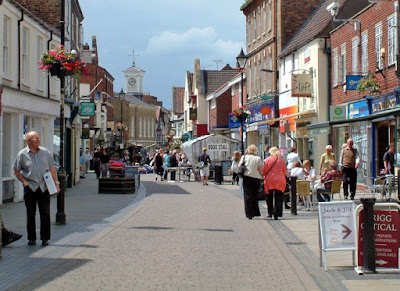 THEY LOVE BRIGG: Shoppers enjoying the sun in the town centre  - see Nigel Fisher's Brigg Blog