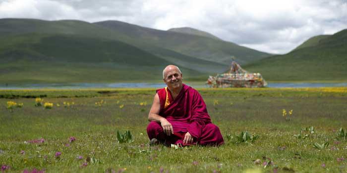 """El hombre más feliz del mundo sabe que """"la felicidad está en la mente de cada uno"""". Su nombre es Matthieu Ricard, francés, biólogo, escritor, fotógrafo y monje budista."""