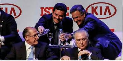 Juiz Sergio Moro confratenizando com tucanos em evento Juiz decreta sigilo em ação de Alckmin
