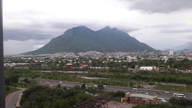 "Detrás La montaña "" La Silla"""