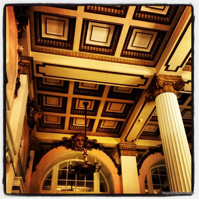 Detalhe da decoração de um salão Belle Époque do Hotel Adelphi de Liverpool